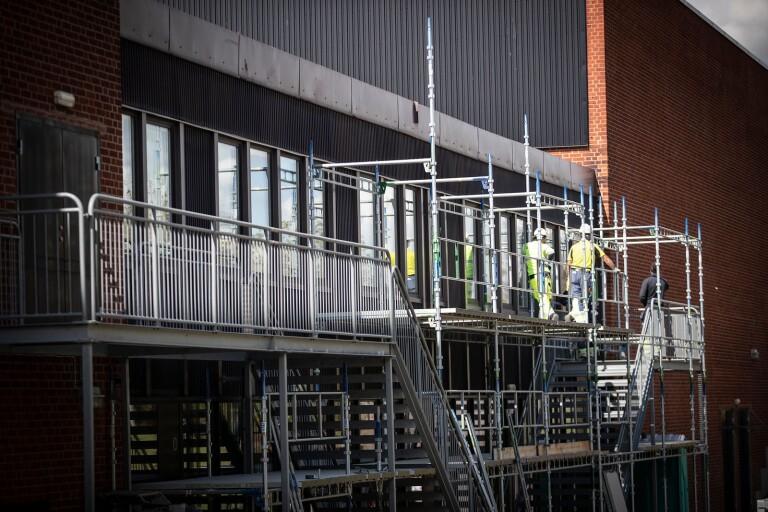 Fuktskada i Söderslättshallen – fasad måste rivas