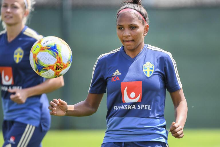 Madelen Janogy gjorde ett strålande VM där hon blev målskytt direkt i sin debut. Nu har anfallaren tagit en paus från fotbollen. Arkivbild.
