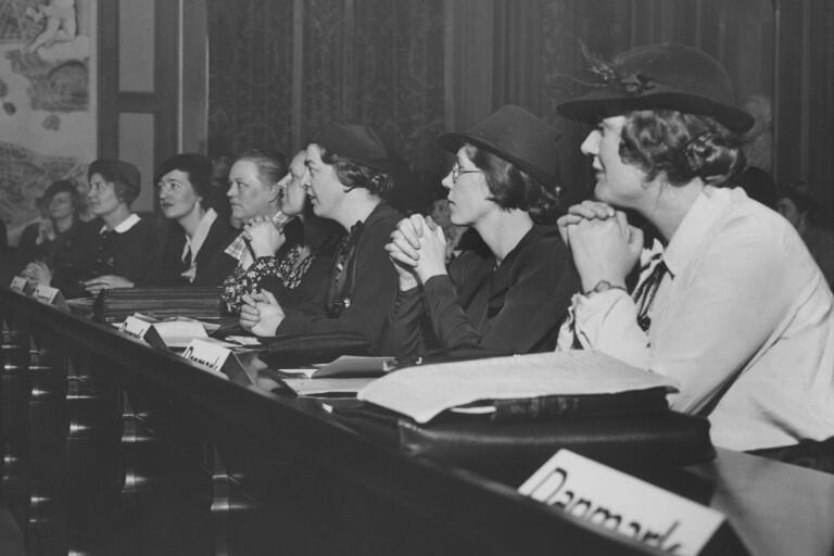 Året är 1937 och i Stockholm arrangeras Nordiska kvinnosaksmötet med fokus på kvinnosaksfrågor.