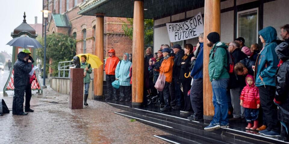 Regnet till trots var uppslutningen till #FridaysForFuture-manifestationen i Simrishamn stor fredagen den 27 september.