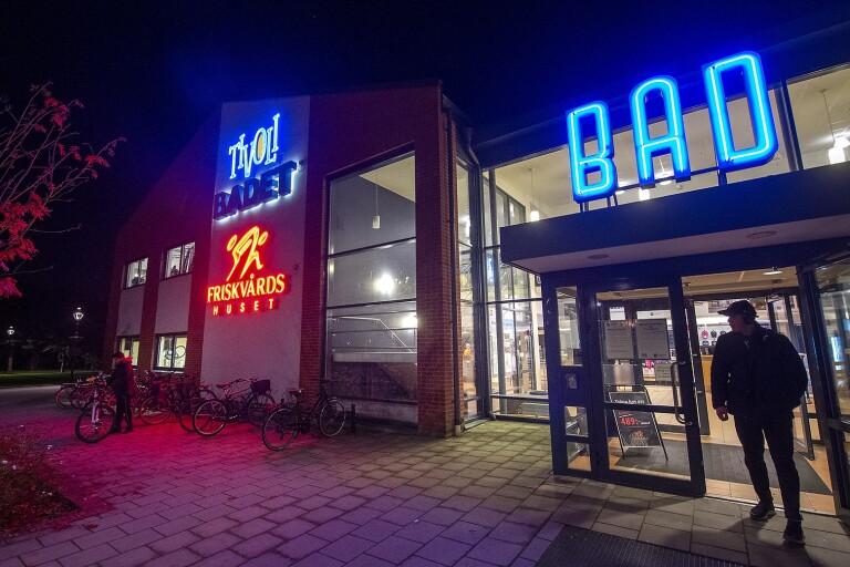 Kristianstad går mot strömmen: håller badhus och bibliotek öppna