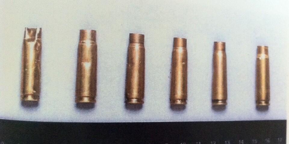 Några av de hylsor som hittades efter rånen.