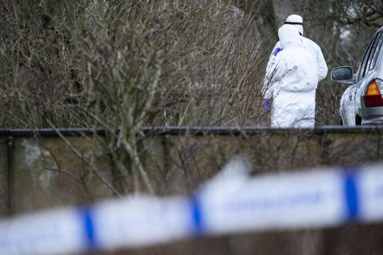 Februari år 2019: Polisens kriminaltekniker på plats vid en fastighet utanför Hammenhög efter ett larm om en explosion och en brand. Kort därpå bekräftade polisen att en man hittats död. Arkivbild,