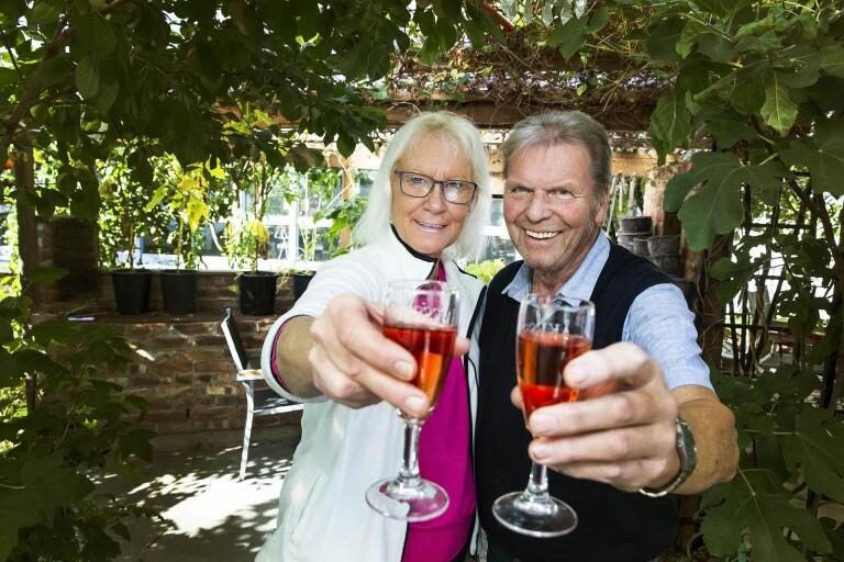 """Gifta paret tillverkar sitt eget vin – storskörd i år: """"Sälja en dag kanske"""""""