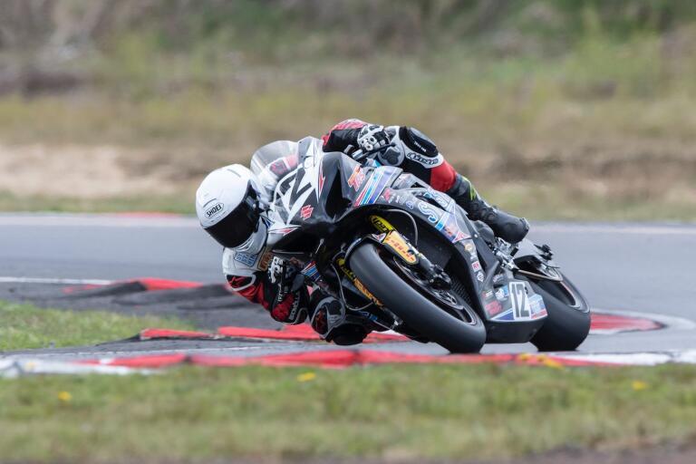 En sjätteplats och en krasch var Timmy Perssons facit efter debuten i superbike-SM.