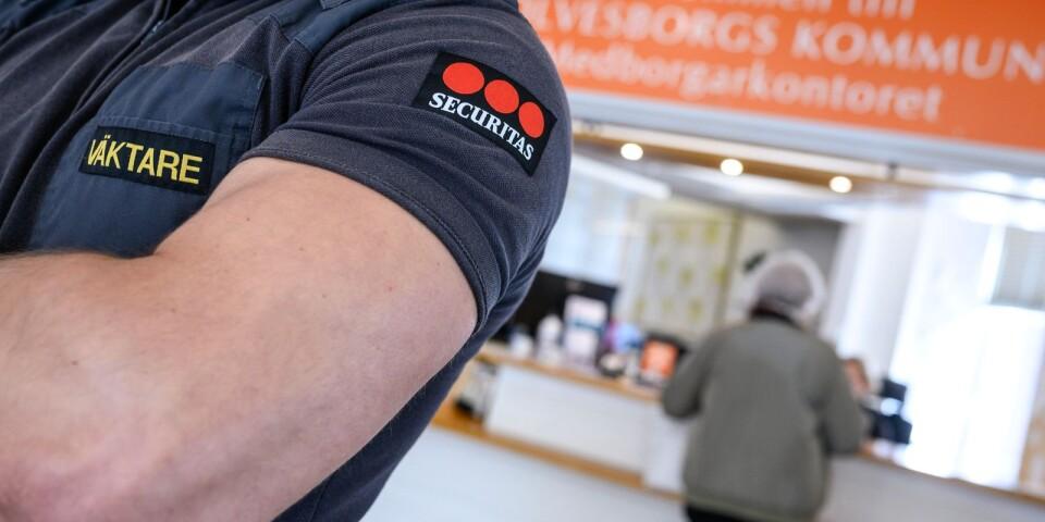 Carl-Henrik Sölvinger: Vi ska vara proffs på skola, omsorg och socialtjänst – men kommer aldrig bli det på bevakningstjänster.