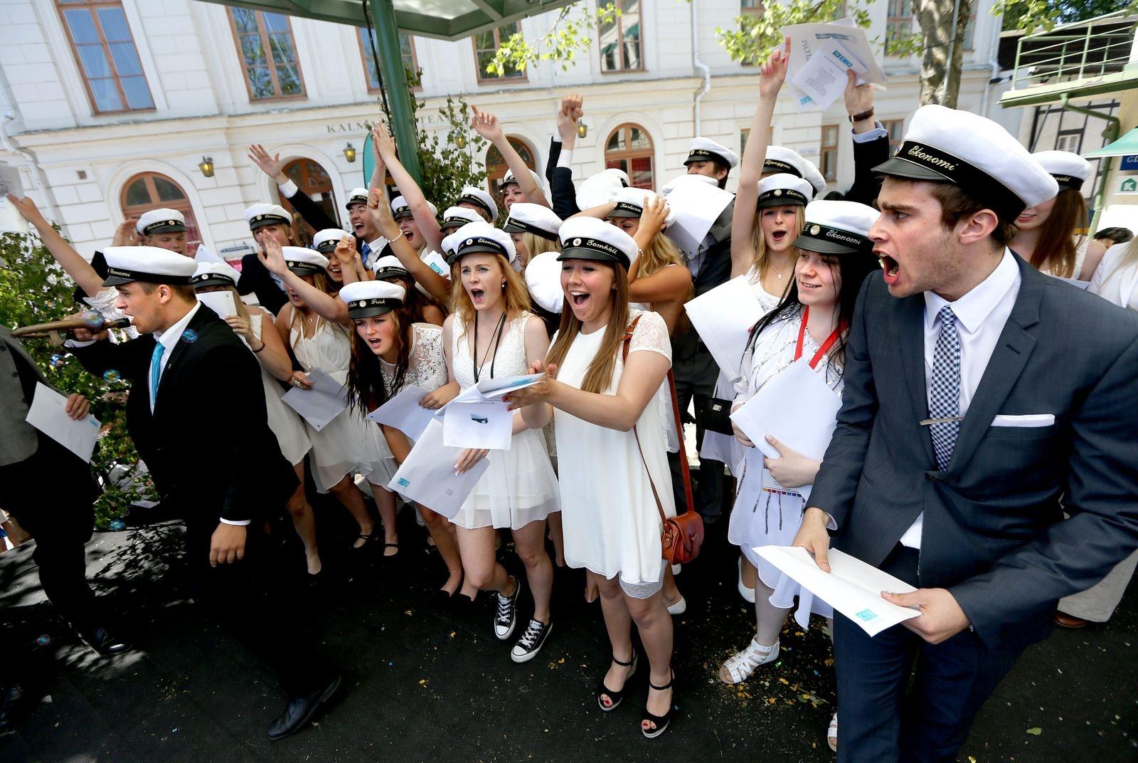 Cis tar studenten på Larmtorget i Kalmar 2013.