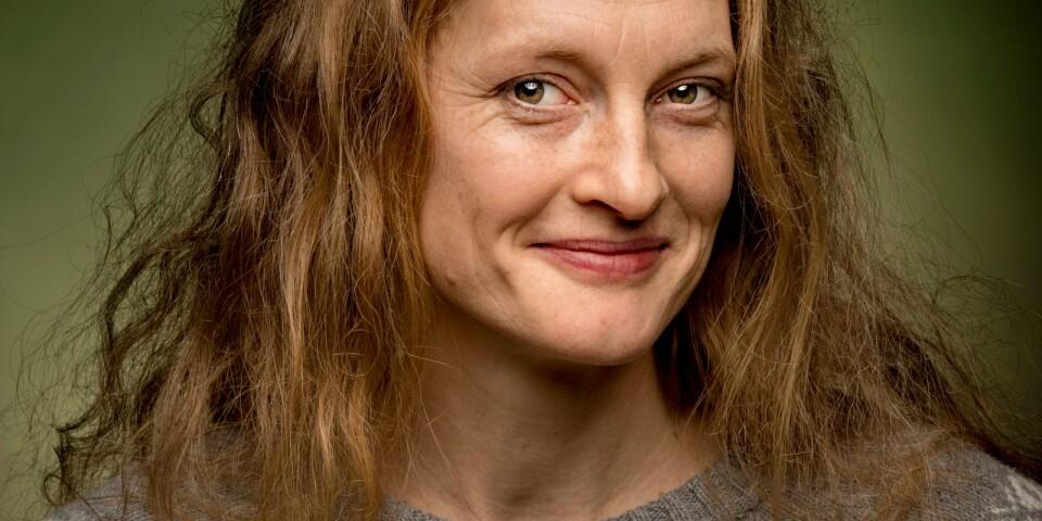 Helena Hedlund är född  i Borås (som Jacobsson) och uppvuxen i Rångedala, ett samhälle som kanske liknar bokens Kerstins lite.