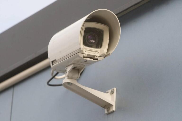 Bröt sig in i garage - stal övervakningskamera