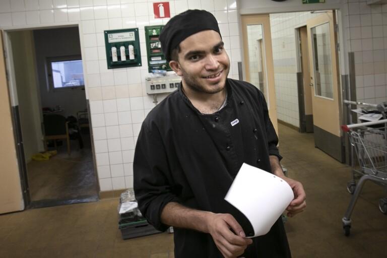 Här får han fast jobb – biljetten till ett liv i Sverige