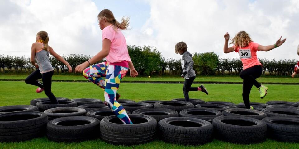Kids trail är ett lopp där barnen får ta sig över och förbi olika roliga hinder längs vägen.