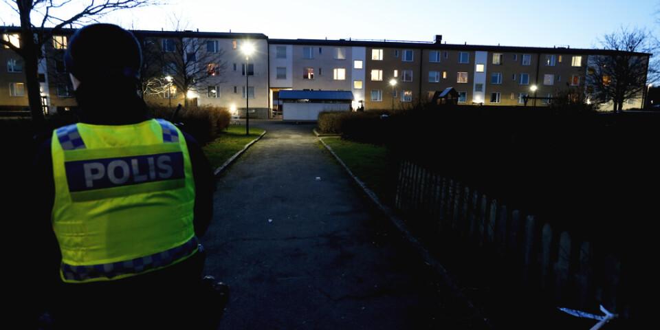 Polis på plats i stadsdelen Hageby i Norrköping efter onsdagsmorgonens explosion.