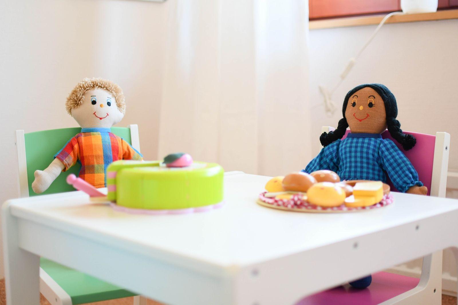 """Öppna förskolan har tillgång till ett stort lekrum, ett mindre lekrum och """"lugna rummet"""" med tillhörande minibibliotek som är en satsning på språkutveckling."""