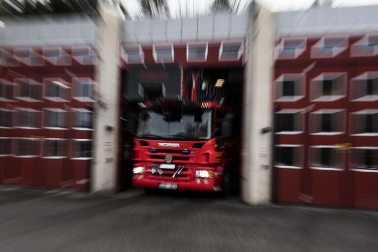 Man allvarligt skadad i bostadsbrand