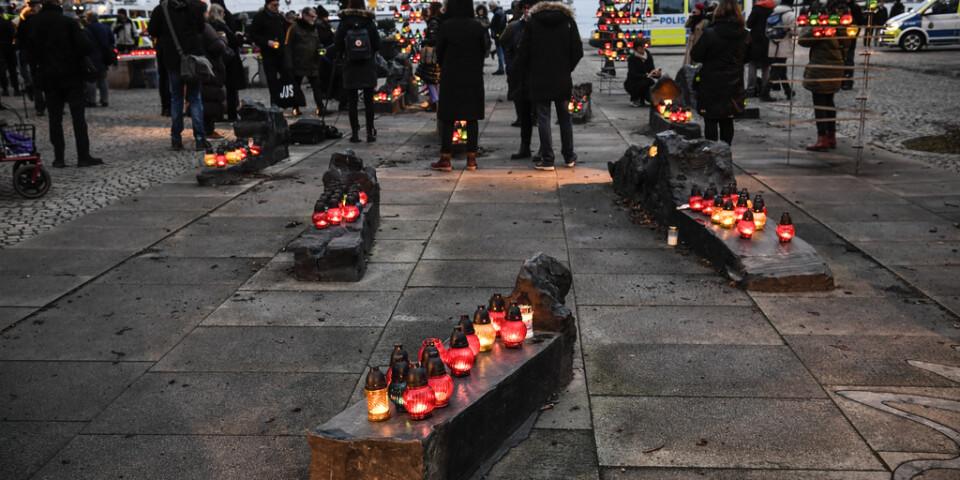 Ljuständning på Raoul Wallenbergs torg på Förintelsens minnesdag. Arkivbild.