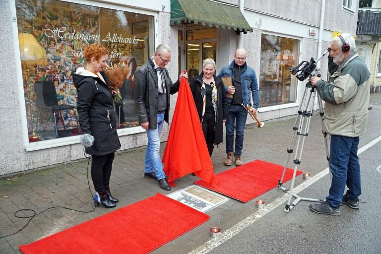 TV: Låtskrivaren tar plats på Walk of Fame