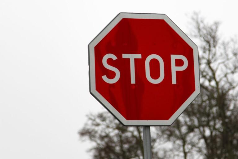 Missade stopplikt – 85-åring orsakade trafikolycka