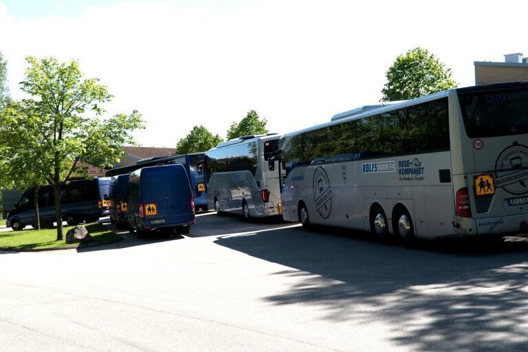 Debatten om skolskjutsarna i Ulricehamn har åter tagit fart.