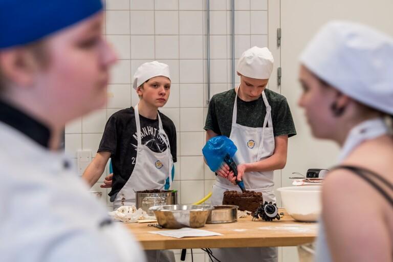 Skolrestaurangs matsal öppnar för gymnasieelever - ska minska trängsel