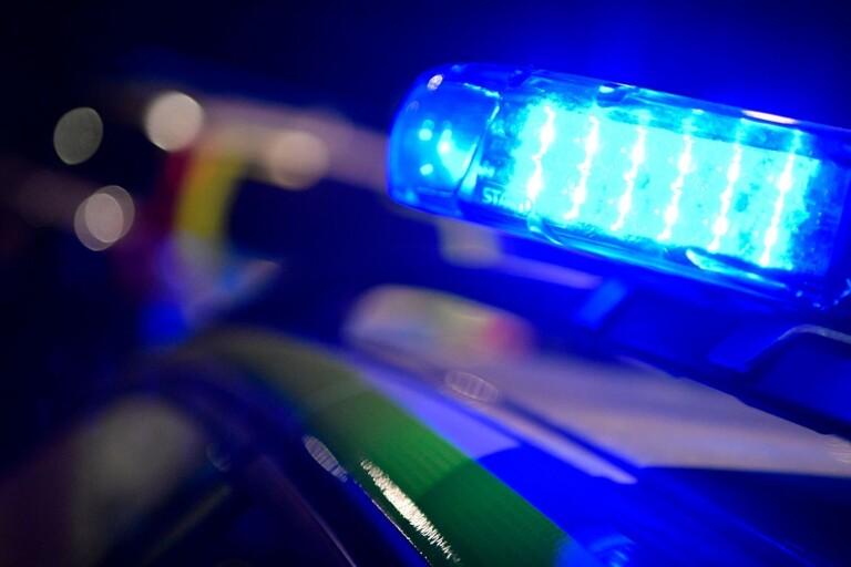Polis fick dra vapen och kalla på förstärkning