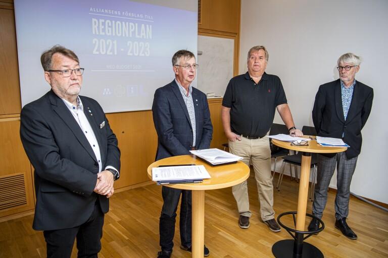 Lennarth Förberg (M), Lars Karlsson(C), Erik Lindborg (KD) och Nils Ingmar Thorell (L) presenterade under måndagen Alliansens förslag till regionplan för 2021-2023 och budget för 2021.