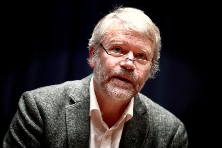 KD:s fullmäktigeledamot Fredrik Sjömar drog paralleller mellan gamla motioner och jäst vin.
