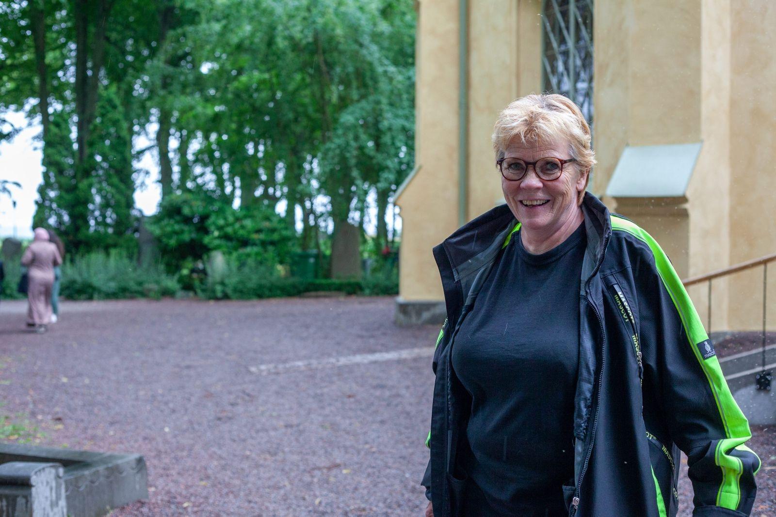 Birgitta Linåker hyllade teatereleverna till skyarna och hoppas att fler ska hitta den historia och kultur som finns bland kyrkogårdarna i Kalmar.