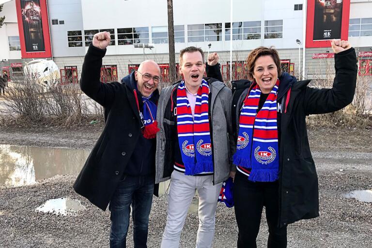 Oskarshamns kommuns representanter Mats Johansson, Andreas Erlandsson och Johanna Wihl jublade efter att IKO tagit sig till SHL genom att besegra Timrå.