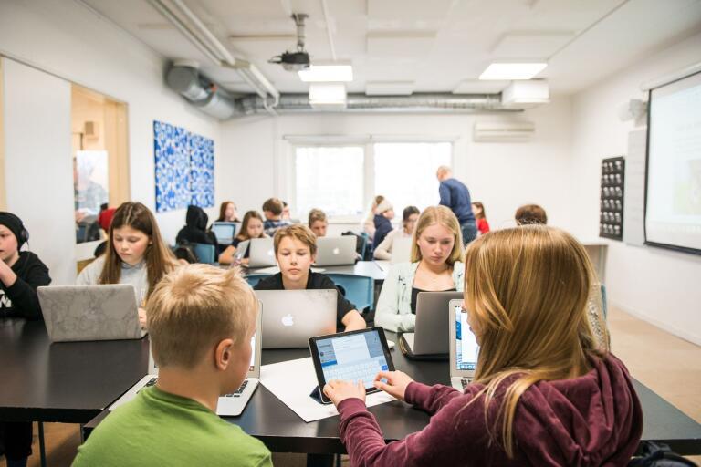 Skolorna får spara ytterligare sju miljoner kronor under nästa år.