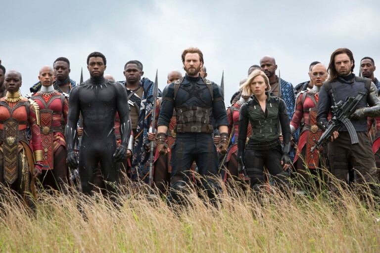 "Okoye (Danai Gurira), Black Panther (Chadwick Boseman), Captain America (Chris Evans), Black Widow (Scarlett Johansson) och Winter Soldier (Sebastian Stan) gör sig redo för strid i ""Avengers: infinity war""."