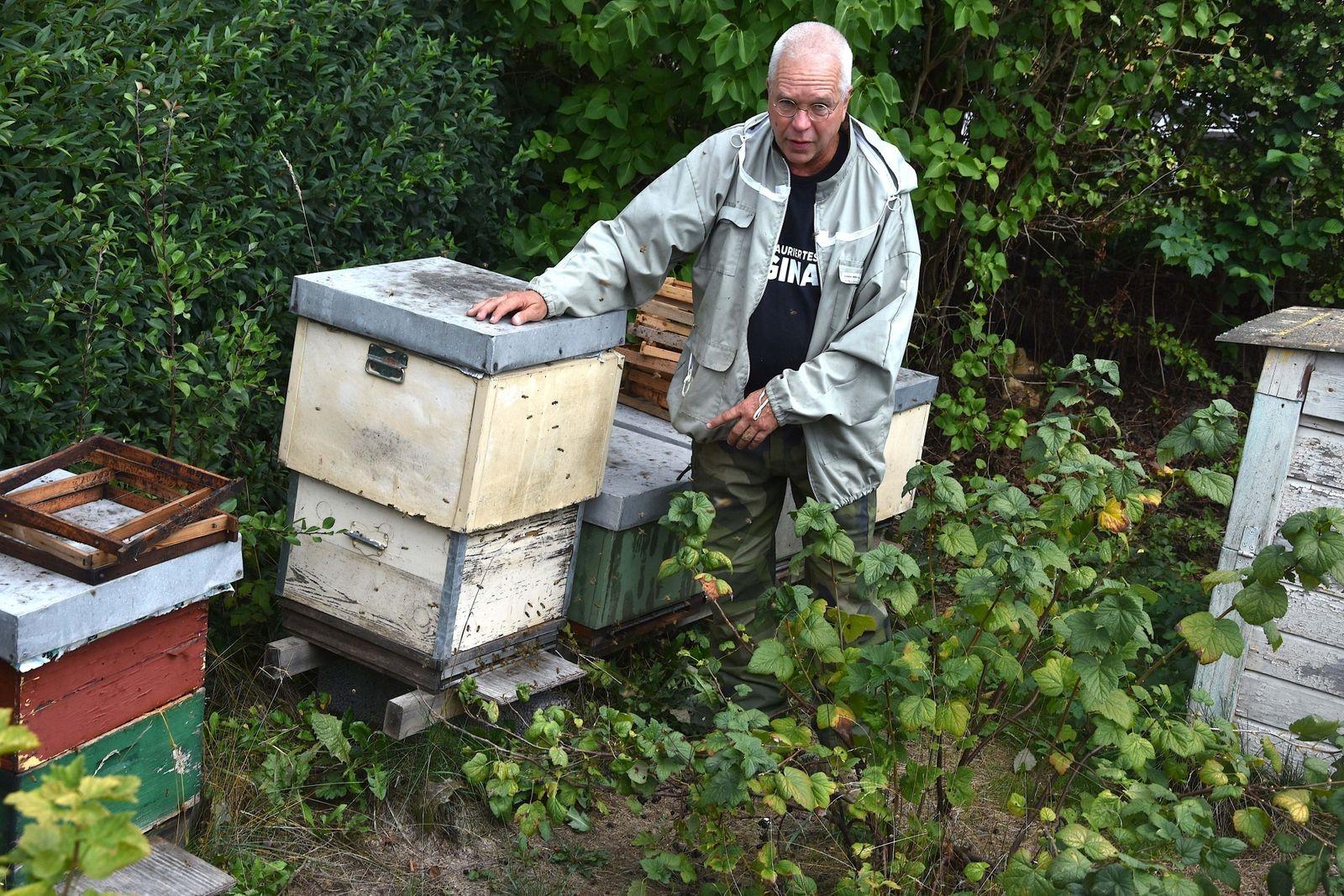 Bo Herou började med biodling 1982, då han bodde vid Stenshuvud. Det var ett sätt att få bra pollinering av den egna fruktodlingen. Bortsett från ett kort uppehåll på 90-talet har han sedan dess fortsatt med och utökat sin biodling, som i dag finns i Onslunda.