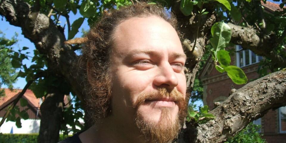 """Freke Räihä, författare och skribent, bosatt i Degeberga. I början av sommaren utkom hans """"Vittnesbörda""""."""