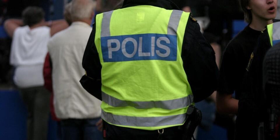 En man ska ha blivit knivskuren i Växjö på måndagskvällen.