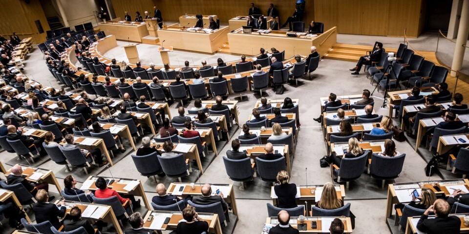 Bild från den omröstningen i Sveriges riksdag när Ulf Kristersson (M) blev nedröstad.