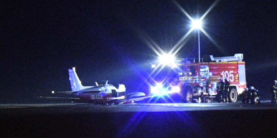 Ett mindre plan har havererat på Malmö Airport. De två personerna ombord klarade sig oskadda.