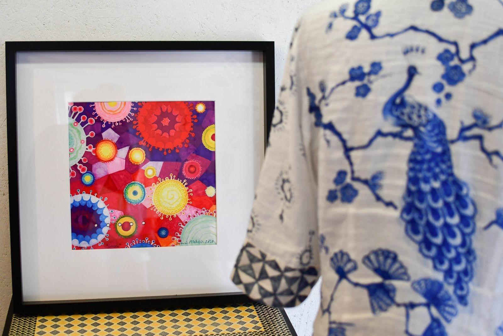 När frustrationen var som värst i våras målade Ninni tavlor med coronaviruset som motiv.