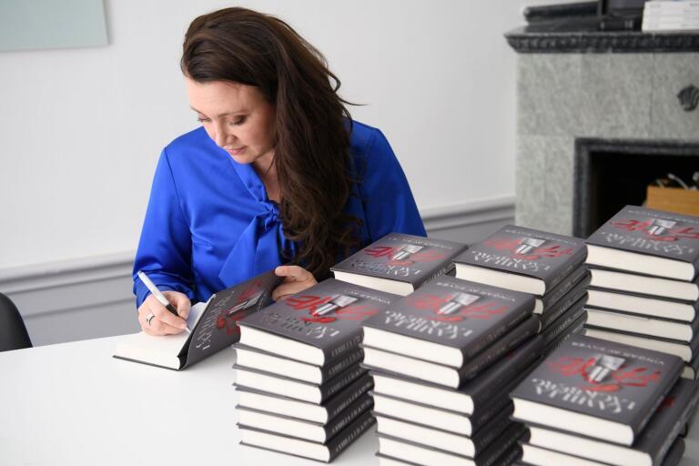 Camilla Läckbergs bok tapetserade Adlibris startsida häromveckan.