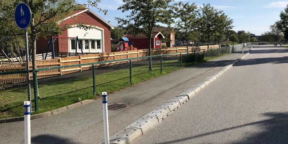 Kommunen har byggt om utanför Prästavångsskolan i Broby för att göra situationen mer trafiksäker.