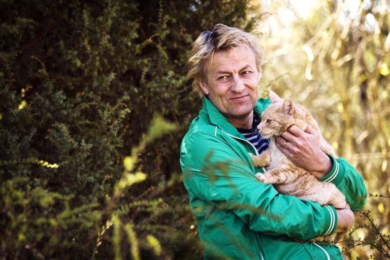 Katter och troll är viktiga i konstnären Lars Lerins bilderboksdebut.
