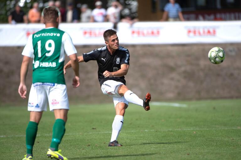 Robin Persson såg med två mål till att SGIF hade 4–1 i paus. Det räckte ändå inte.