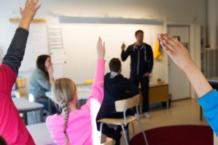 Satsning på utsatta skolor – förstelärare får 10 000 extra