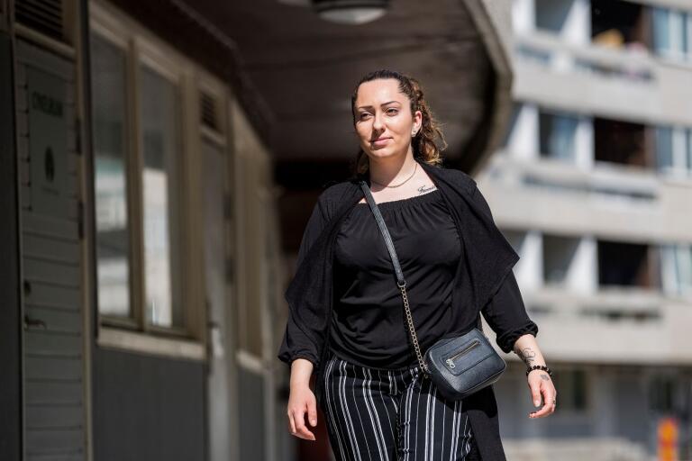 """""""Jag visste inte ens att det är val nu så jag ska inte rösta"""", säger Anessa Petkovic, 21 år från Kungsmarken."""