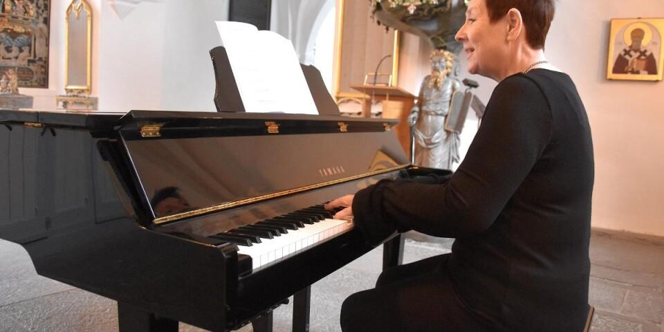 """Nadja Eriksson ger ett prov ur körsviten """"När ljuset växer"""", som framförs för allra första gången i Sankt Nicolai kyrka i Simrishamn den åttonde april."""