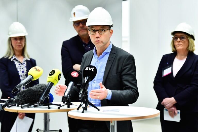 """Sjukvårdschef: """"Stormen tilltar i styrka"""""""