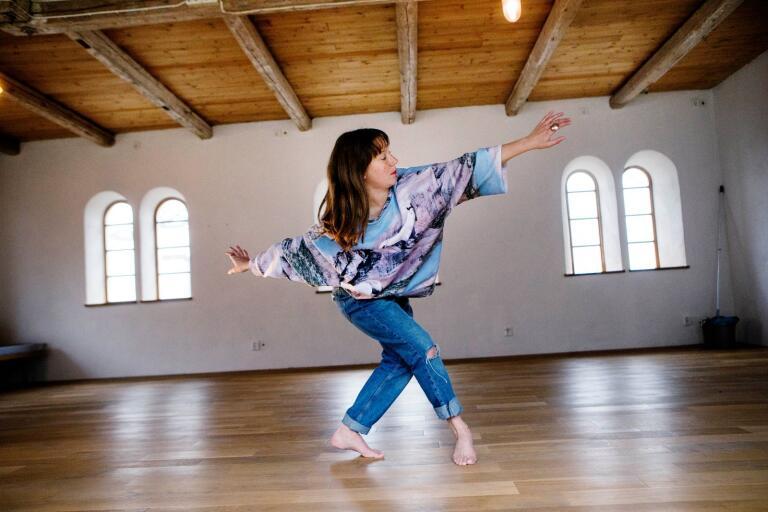 Dansaren, koreografen och performanceartisten Rachel Tess är Öskg:s ordförande.