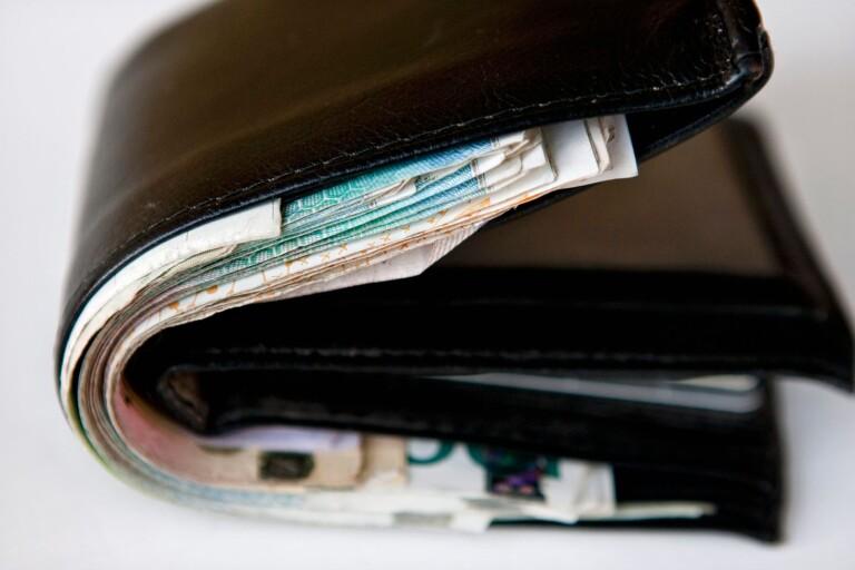 Upptäckte att plånbok var borta när gästerna gått hem
