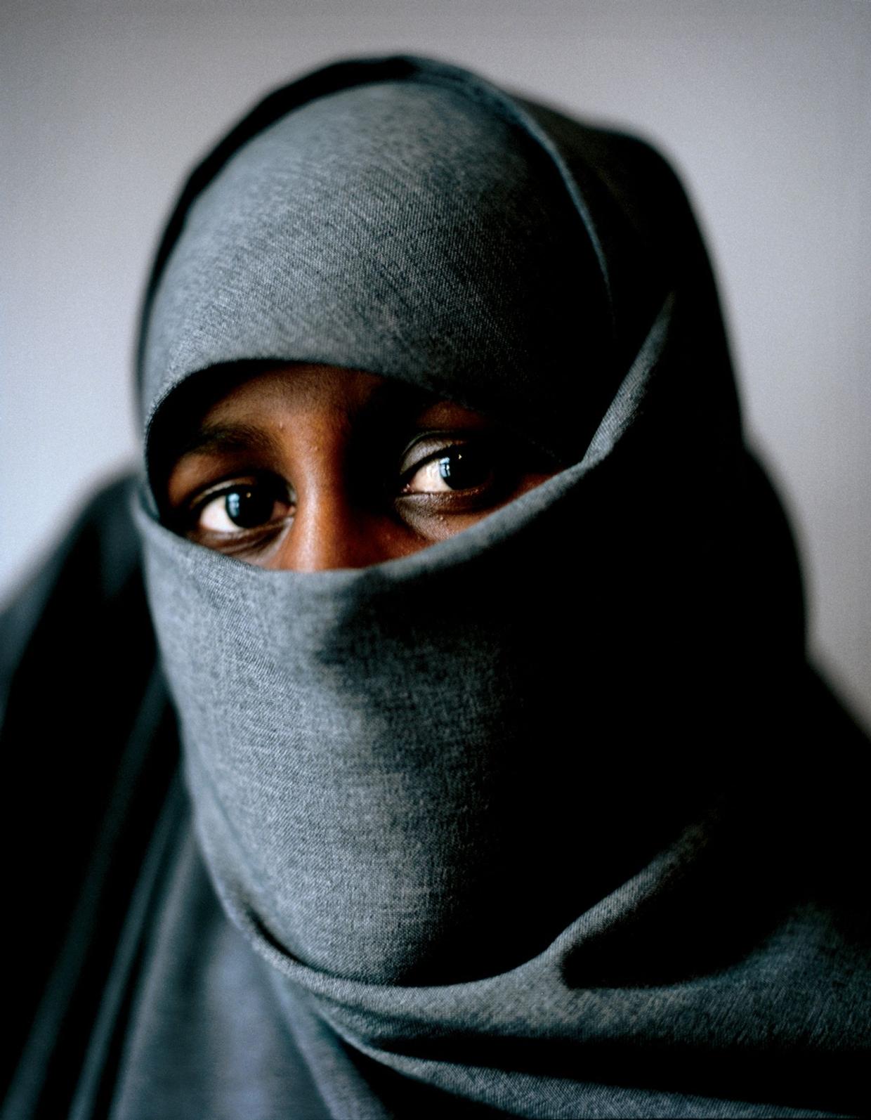 Leyla, Stockholm, 2005. Ur boken Slöjor (2006), om unga muslimska kvinnor i Sverige och deras relation till sin hijab.