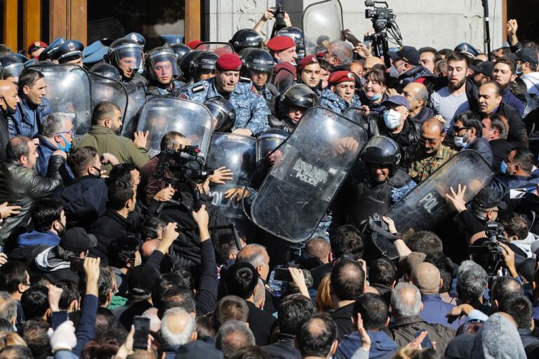 Gripanden i Armenien efter protest mot avtal