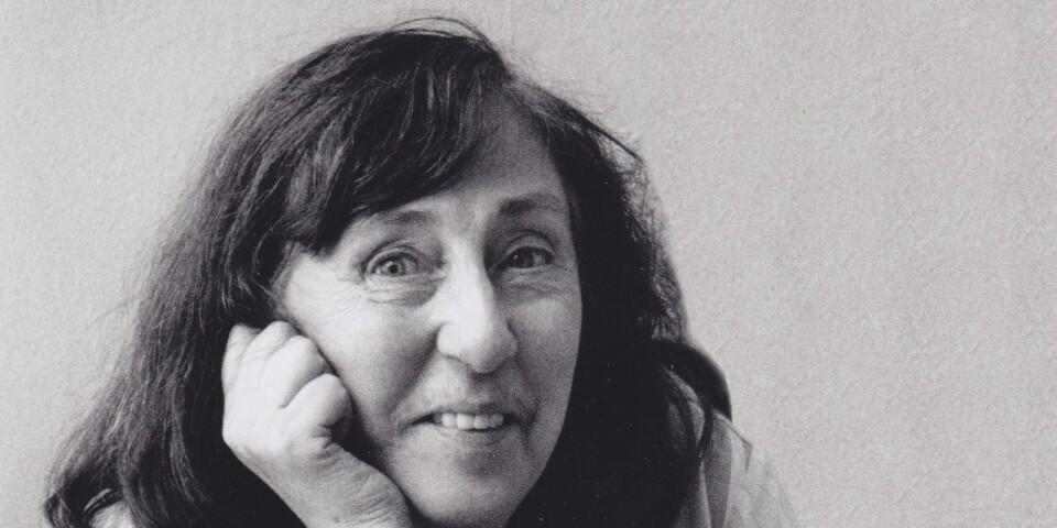 Konstnären Inger Ekdahl föddes 1922 i Ystad, och det var också till den stadens konstmuseum hon donerade sin samling. Hon avled 2014.