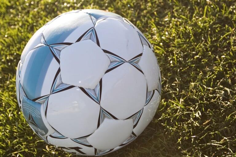 Fotboll: Rydsgårds svit håller i sig